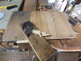 山県市より修理依頼の時代箪笥の上置きの棚板、側板の鉋がけをしました。