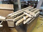 豊田市より修理依頼の帳場箪笥の下台分解後の木地出し修理をしました。根気のいる仕事です。