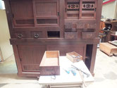 大阪市より修理依頼の水屋戸棚の金物を外しました。今後天板、棚板を外し分解に入ります。
