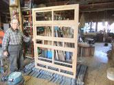 水屋戸棚の本体の組み立てをしました。白木になりとても綺麗です。戸枠の建付けも良好