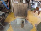 江南市より修理依頼の桐たんすの側板の鉋がけ前の状態です。