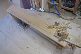 先日砥粉を洗い落とし鉋がけして木地を出します。
