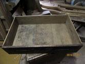 内部は長年の汚れが付きノリ切れでガタツキ修理します。