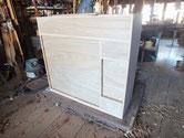 引出の本体と前板を接合し本体に仕込み白木状態が完成しました。