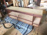 時代箪笥の上置き天板、引戸の中棚板、側板の汚れ落としをしました。