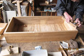 桐箪笥引出を前面と枠を鉋がけして新しくします。