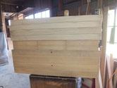 引出とその他の前面にカルカヤをかけて柾目を引き立て塗装に移れます。