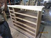 底板と棚板の修理をして台輪を作り直します。