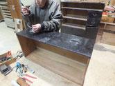 兵庫県より修理依頼の時代箪笥2本の金物外しを始めました。