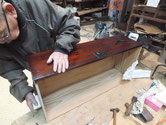 時代箪笥の引出漆が乾燥したため引出取手、鍵金物を打ちました。