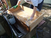 岐阜県羽島郡笠松町より修理依頼の桐たんすの引出、本体の洗いをしました。