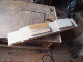 入荷して来た桐材を木取をして木目突板を用意しプレスしました。
