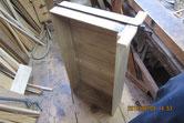 新しく作った引出前板に本体を取り付ける修理です。