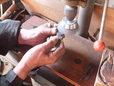 長年使っている取手は手油とか錆が付塗膜が付き辛く磨くことで良くなります。