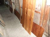 水屋戸棚の棚板、天板、裏板をオイル塗装で仕上げています。全てが自然塗装で環境に良い