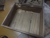 引出内部と本体間仕切りなど虫食いでボソボソで作り直しとなります。