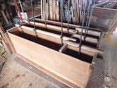 桐たんすの胴縁、棚板の新桐の貼り付けが完了しました。