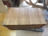 桐箪笥の裏板割れを埋め木をして修理します。