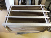 桐タンス本体の胴縁、棚板の削り付けをして新桐を貼る準備をしました。明日より貼っていきます。