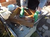 岡崎市より修理依頼の水屋戸棚の引出荒洗いと洗剤洗いです。