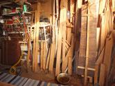 分解したパーツのベンガラを取り木地にした下台のパーツです。