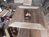 桐箪笥の開き戸を鉋をかけ新しい木地を出します。