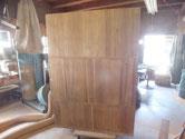 桐箪笥本体の裏板と側板の割れ修理をして汚れ取りもしました。
