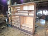 側板の鉋がけと黒檀表面の塗膜を取り木地調整をして本体の白木出し完了です。