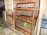 菰野町より修理依頼の水屋戸棚の漆塗りを始めました。まだ作業途中の物もありまが、塗れる物から始めます。