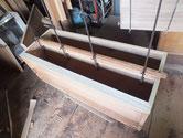昨日貼った胴縁が乾燥したため、棚板に新桐を貼りました。