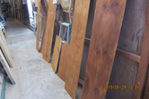 棚板や間仕切りなどを汚れを取りオイル塗装をしました。