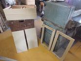 関市より修理依頼の桐たんすの砥の粉ヤシャ仕上げを終え乾燥待ちです。