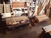 酷く壊れた引出の底板、側板の割れ修理が終わりホッとしています。