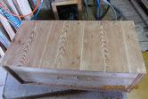 本体の裏板が割れ埋め木修理をし付いていた塗料を剥がしました。