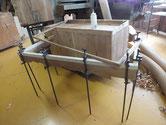 桐たんすの台輪上部が虫でボソボソです。切取作り直し修理です。