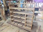稲沢市より修理依頼の箪笥で裏板を剥がし棚板の割れ修理です。
