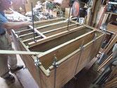 時代箪笥の胴縁、棚板の貼り直しを完了寸前です。
