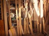分解したパーツの塗膜を剥がし荒木地状態にした所です。