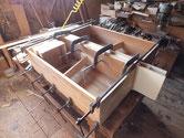 武豊町より修理依頼の時代箪笥の引出を仕込み突板を貼りました。