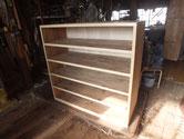 本体前面の胴縁、棚板に新しい木を貼り調整をして木地が出来ました。