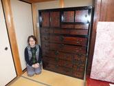 山県市より修理依頼の時代箪笥の修理設置納品写真です。