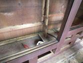 上より順番に天板、棚板を外し、後は側板、裏板外しです。