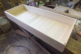本体に前板を仕込み側板、底板、向う板を合わせて組み上げました。