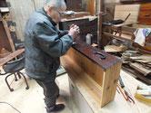 山県市より修理依頼の時代箪笥の金物打ちを始めました。本体の塗装も乾燥まちです。