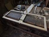 茶箪笥の戸枠が壊れ引き戸として使えないので作り直しです。