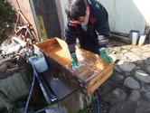 山県市より修理依頼の引出の荒洗いと洗剤洗いをしました。