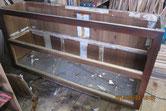 天板、棚板、裏板の釘を抜き板を外し分解の用意をします。