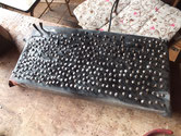 太鼓鋲の錆を磨き取りました。並べましたが二割ほどは使い物になりません。