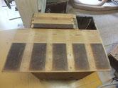 箪笥の側板と棒を削ったりサンダーで汚れを取りました。前と後です。