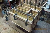 箪笥の胴縁、棚板に新しく作った板を貼り前面を整えます。